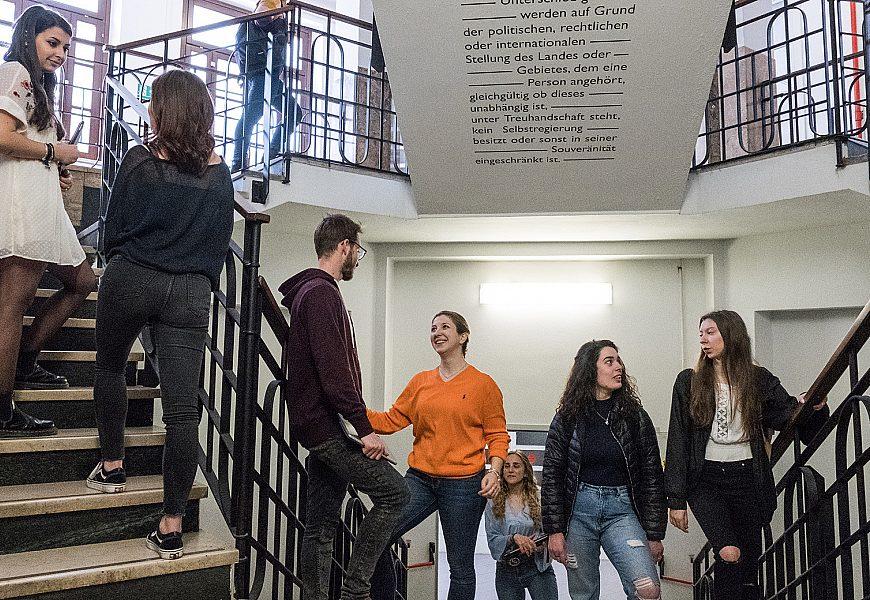 Studenti scalinata ph Marina Alessi 2019 Scuola Interpreti Traduttori MOD